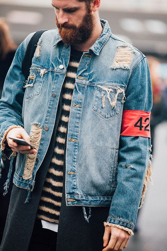 Jaqueta Masculina. Macho Moda - Blog de Moda Masculina: Jaqueta Masculina: 5 modelos que estão em alta pra 2017. Moda Masculina, Moda para Homens, Roupa de Homem, Moda Masculina Inverno 2017, Roupa de Homem Inverno, Jaqueta Jeans Destroyed, Jaqueta Destroyed Jeans, Jaqueta Jeans Rasgada,
