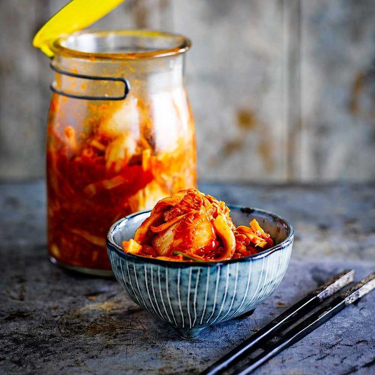 Fermenteren is een echte foodtrend aan hetworden – dus waarom zou je die niet eensvolgen door het maken van kimchi – hetnationale gerecht van Korea? in dat landwordt het zo gewaardeerd dat werknemersjaarlijks een bonus...