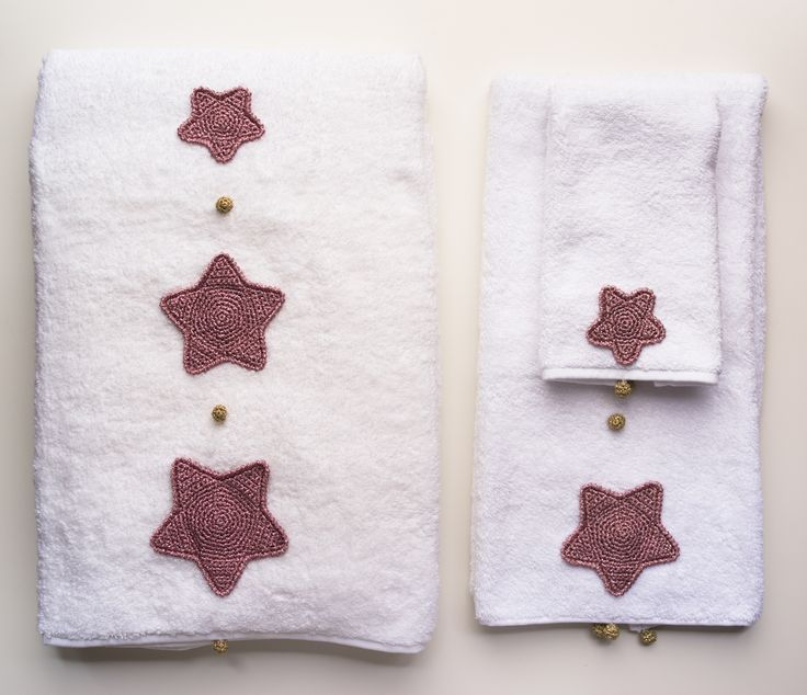Notte Stellata Notte Dorata #ChristmasCollection 2016 #CentrotavolaMilano #HandmadeinItaly #crochet #linen #embroidery #stars #sky #placement #artandtable #napkin #napkinrings www.centrotavolamilano.it