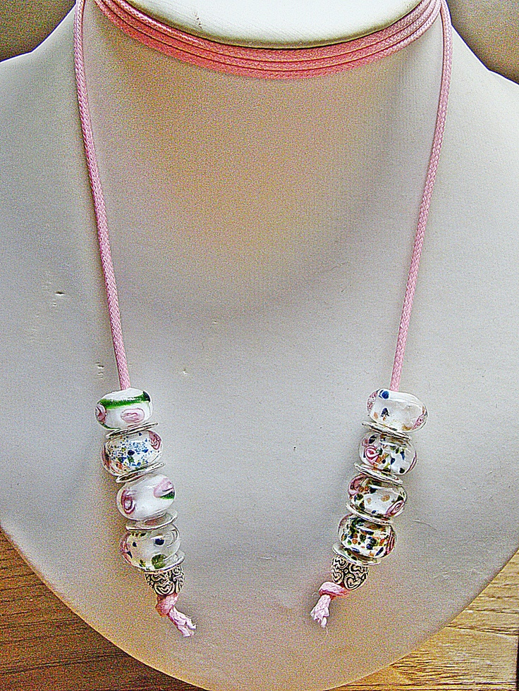 Tienes más modelos en el álbum de la serie Look at Bee 2013...https://www.facebook.com/media/set/?set=a.575867865776666.147201.240819805948142=1    Más información en nuestra tienda ARTESANUM http://maybeehandmade.artesanum.com/ Si te ha gustado puedes seguirnos en Facebook!! https://www.facebook.com/pages/MayBee-Handmade-by-Bee/240819805948142