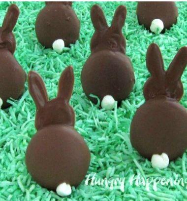 DIY Chocolate covered wafer cookie bunny - Easter party snack // Csokival bevont piskóta tallér nyuszi - húsvéti édesség // Mindy - craft tutorial collection // #crafts #DIY #craftTutorial #tutorial