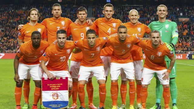 Oranje verlicht druk op Hiddink met ruime zege tegen Letland | NUsport - Altijd Sport