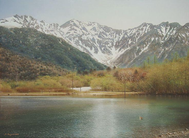 「春光」 続木唯道/ 油彩(P20号)/2014年  5月下旬の上高地。奥穂高の眩しい残雪を映す梓川の清冽な流れと、目に麗しき新緑が織り成す自然の情景に言葉を失ってしまう。  絵の中には描かれてはいないが、林床を覆い尽くす白い二輪草の花の群生も夢のようだ。 春の光が水面のさざ波にキラキラ輝いて何とも詩情豊かであった。