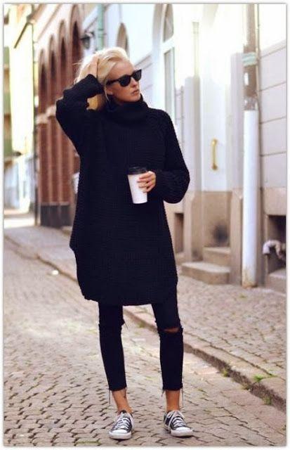 Oversized Turtleneck Pulli zu einfachen Low Top Sneaker ergeben ein casual Outfit.