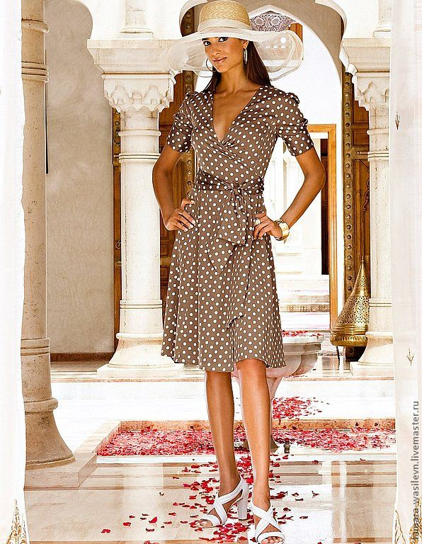 Платье коричневое в белый горошек купить в