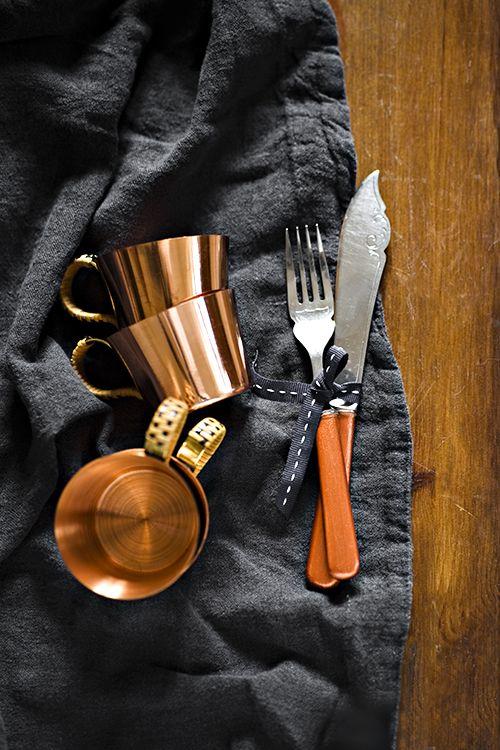 Coffee in stylish copper teacups  fot. Alicja Koll