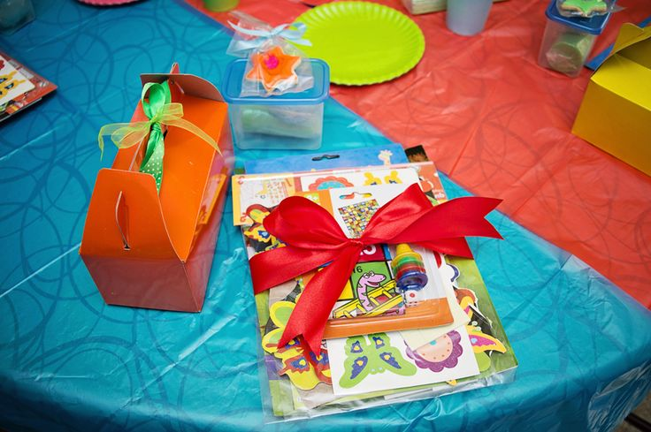 Each child got a party pack and gift pack from me and a tub of homemade, colour-coordinated playdough from Lizet.