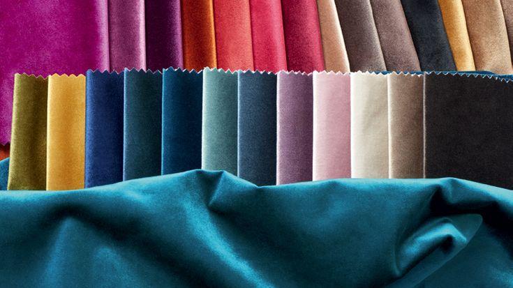 Barocco o classico, lirico o rockeggiante, un velluto che dà il la!   Una bellissima gamma di colori ricchi per un velluto in tinta unita, morbido come la seta, dalle sfumature profonde, che nobilita la seduta e si drappeggia in tende che cadono in modo elegante.      <br>
