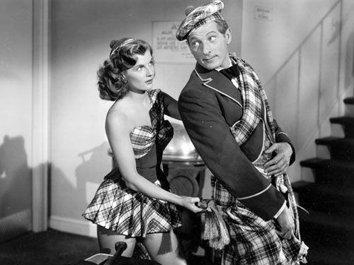 """De van oorsprong Franse actrice Corinne Calvet en Danny Kaye in een scène uit de film """"On The Riviera""""; 1951."""