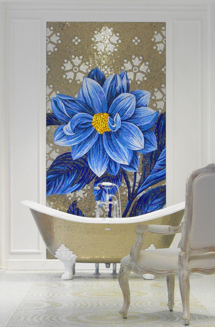 pannello in mosaico, vasca stile inglese con piedini rivestita in mosaico platino. www.stanzedautore.it