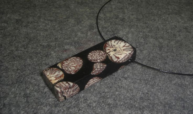 Ketten mittellang - Außergewöhnlicher Anhänger aus Betelnuss/Acryl! - ein Designerstück von Haendewerke bei DaWanda