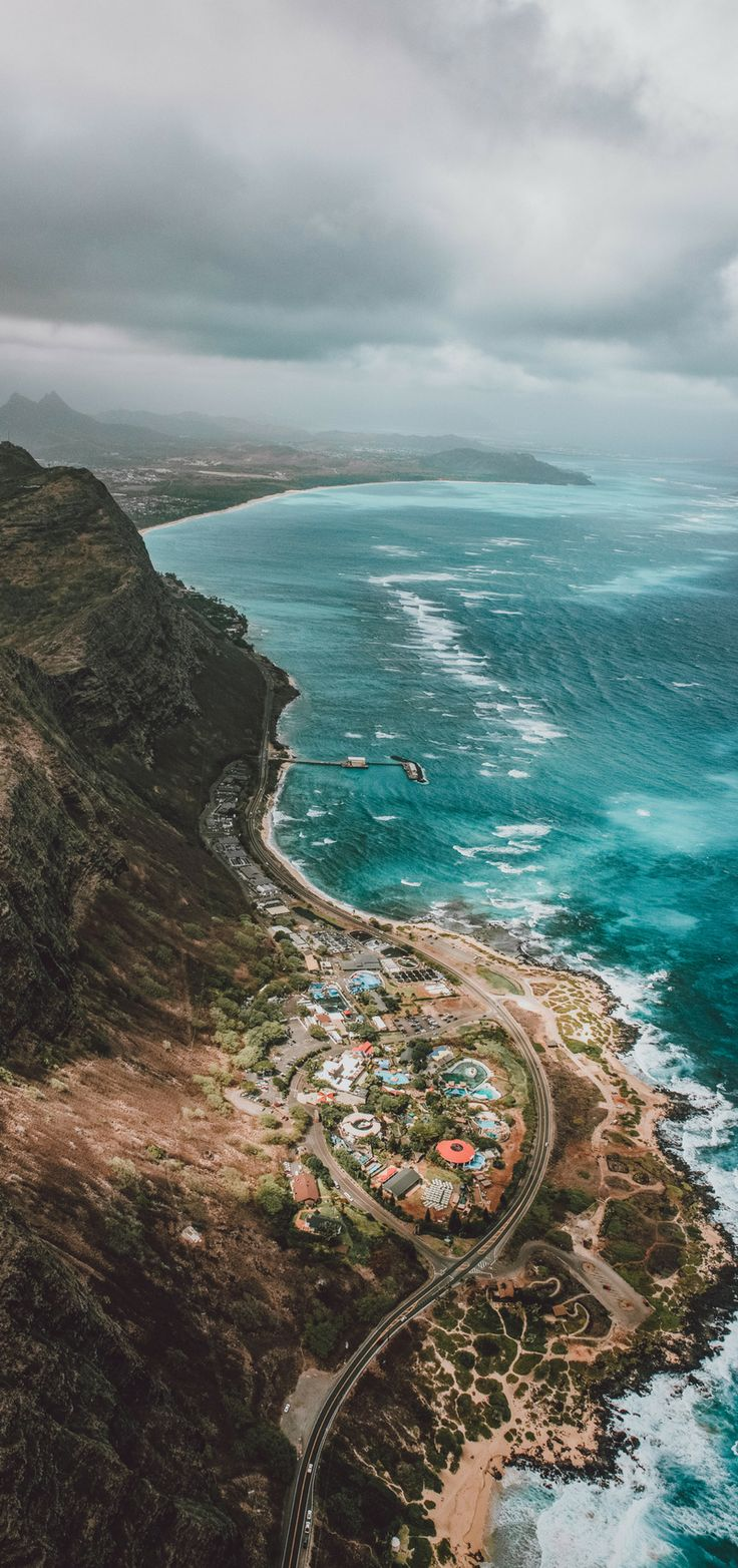 Amazing view of Oahu! Planning a vacation to Hawaii! Here are 27 of the best places to visit in Hawaii! Including the top things to see in Oahu, Kauai, Hawaii (The Big Island) and Maui! From beaches to the best hikes to incredible waterfalls you won't want to miss these top spots! #hawaii #oahu #usa #avenlylanetravel