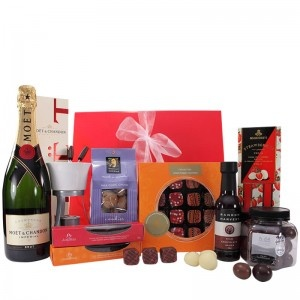 $195.00 - This divine gift hamper featuring boutique chocolates and a Bottle of Moët & Chandon Champagne is an extravagant gift idea for anyone! #giftbox #giftbag #giftbasket #champagne #giftjar #chocolatesauce #strawberries #milkchoclate #berries #orangesuede #fondue