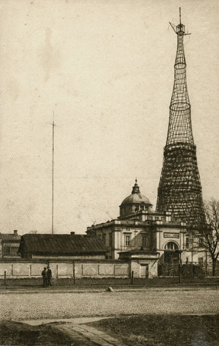 Shukhov radio tower in Moscow, 1920-1922.