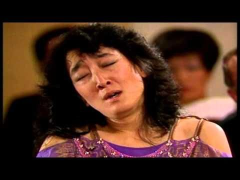 "▶ Mitsuko Uchida - W.A. Mozart Piano Concerto No.9 in E flat Major K. 271 ""Jeunehomme"" - YouTube"