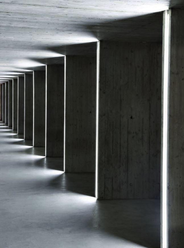 Aldabra est spécialisée dans la conception et la fabrication de luminaires DEL pour les applications d'éclairage architectural intérieur et extérieur. La collection L4 se renouvelle et se redéfinit, constamment conduite par une forte volonté de développer des solutions technologiques de pointe.