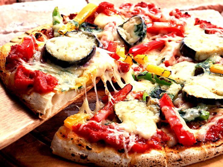 """Evento realizado pela Casa Jaya reúne gastronomia vegan e diversos tipos de manifestações artísticas. As pizzas são servidas no esquema """"rodízio""""."""