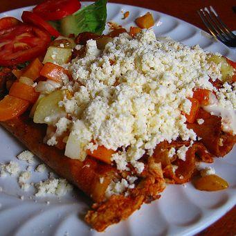 Enchilada en Guanajuato, México.  Enchiladas con queso espectaculares.  http://www.onfan.com/es/especialidades/guanajuato/truco-7/enchilada?utm_source=pinterest&utm_medium=web&utm_campaign=referal