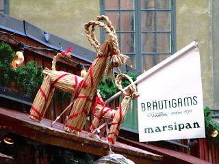 Matkojeni blogi: Nu är det jul igen. Joulu on taas. Julmarknad i Stortorget i Gamla Stan, Stockholm. Joulutori ja joulumarkkinat Tukholman vanhassa kaupungissa. Tätä matkakertomusta on vaikea kirjoittaa, koska joulutorit olivat viimeisimpiä idyllisiä ja maagisia paikkoja, jossa aikamatkattiin menneeseen jossa kaikki oli paremmin, oli turvallista, sähköä ei oltu vielä keksitty. Sitten terroristi ajaa joulua odottavaan iloisen hilpeään glögiä ja kuohuviiniä maistelevaan ihmisjoukkoon…