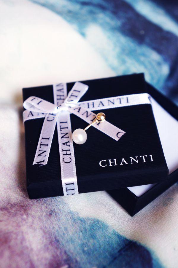 Cool blogger www.blog.delancefashion.com with CHANTI pearl piercing http://www.chanti.dk/p-Piercing_smykker-Navlepiercinger  #chanti #chantijewellery #smykker #jewellery #jewelry #blogger #piercing #navlepiercing #pearl #perle