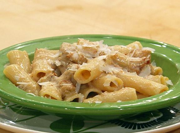 Turkey or Chicken Sausage with Rigatoni in Roasted Garlic and Caramelized Onion Sauce: Chicken Rigatoni, Garlic Sauces, Caramel Onions, Turkey Chicken Sausages, Roasted Garlic, Favorite Recipes, Chicken Breast, Onions Sauces, Turkey Sausages