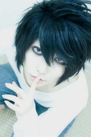 L cosplay of Death note *I just died and come back to life again* after seeing this gorgeous cosplay of L<-same