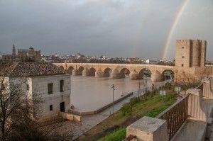 www.cordobaincoming.es ¿Resucitan los ríos? ¿Van al paraíso? ¡Entonces, tú lo sabías, Guadalquivir del amanecer, en un viaje mío del Madrid de la tierra a la Sevilla del cielo; luminoso y tranquilo Guadalquivir bajo el inmenso carmín inflamado del cielo! ¿O es que ya subimos los dos de la tierra y estamos … http://www.pinterest.com/sinag47/c%C3%B3rdoba-m%C3%A1gica/