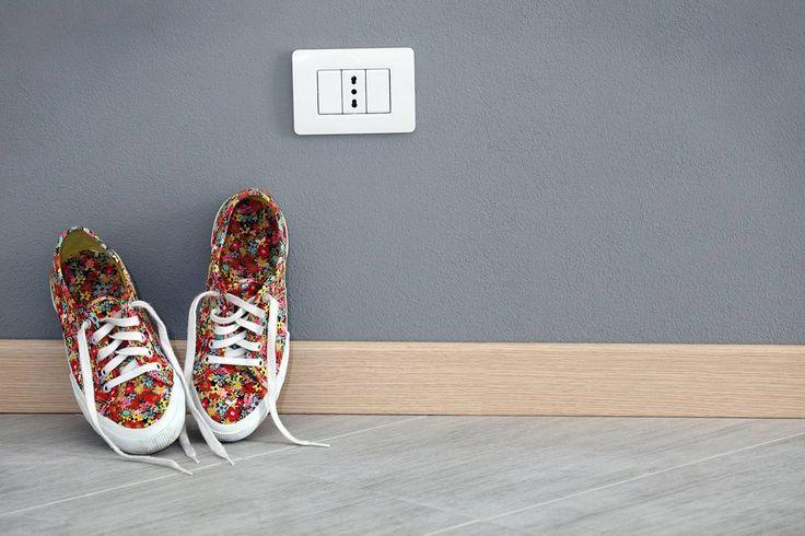 Elemento spesso sottovalutato ma essenziale in casa è il #battiscopa uno degli accessori più importanti che oltre al suo ruolo estetico preserva e migliora la pulizia delle vostre stanze!  Da #CeramicheVaccarisi troverai sempre un'ampia scelta a tua disposizione! Vieni a trovarci nel nostro Showroom ad #Avola in via #Siracusa 88 http://ift.tt/2hbGm18 - #creativity #wall  #casa #art #light #interiordesign #home #inspiration #d_signers #living #Architecture #Sicilia #design #Sicily…