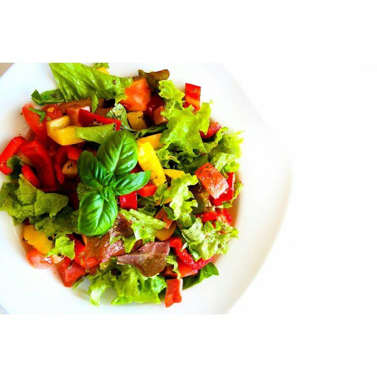 W gorące dni nie ma sie ochoty na nic ciepłego do jedzenia, wiec dziś na obiad kolorowa sałatka 💚😍 ---> On hot days there is to feel like anything hot to eat , so for lunch today colorful salad💚😀