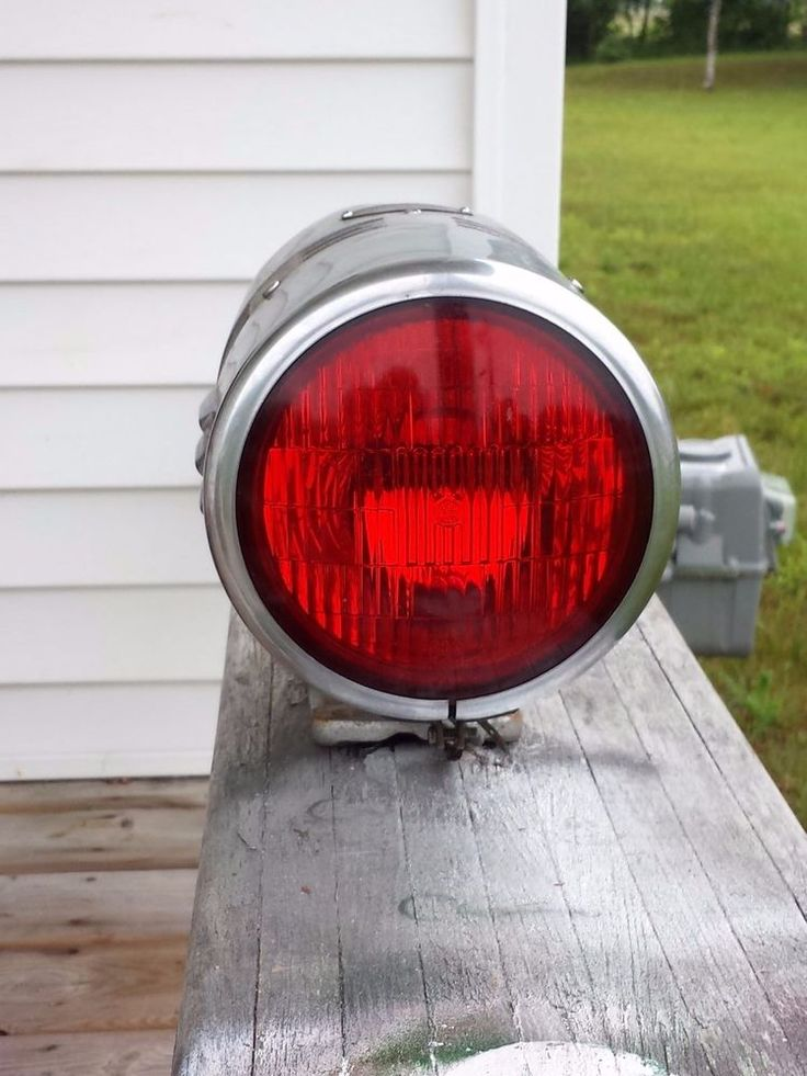 "13"" Federal Sign & Signal Co 12V Fire Truck Siren and Light Model 77LA"