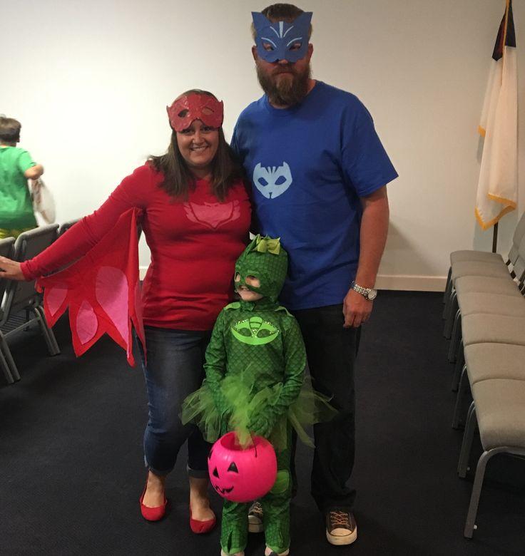 PJ Masks family costume. #pjmasksgekko #pjmasksowlette #pjmaskscatboy #semihomadecostumes