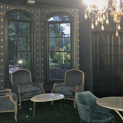 Berida Hotel Bowral Southern Highlands NSW bay window seats