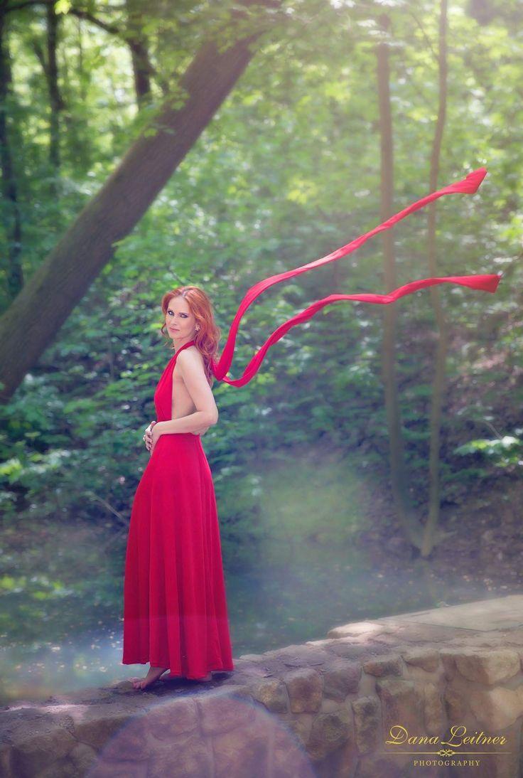 #foceni #redhair #reddresses #curlyhair #photoshooting #woods
