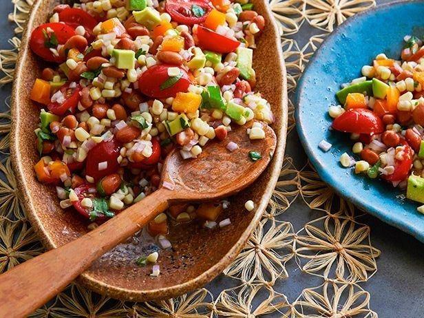 Salada de feijão carioca e salsa | 28 saladas vegetarianas que vão te saciar por completo