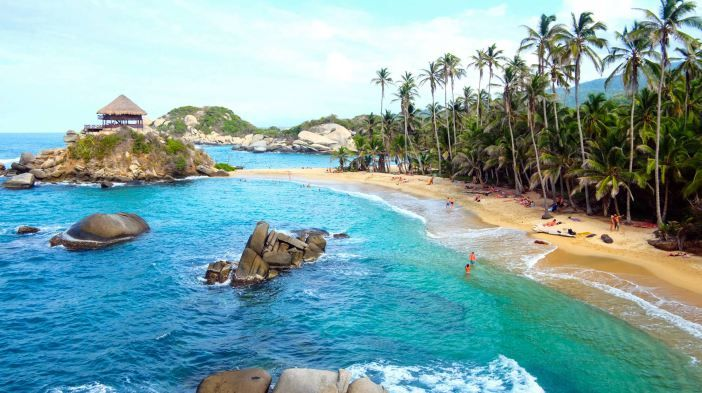 Whether for a few hours, or a full day, Tayrona Park is one of the most beautiful parks in Colombia. If you want to explore this paradise of the Caribbean Sea, we invite you to read our tips. #daytours4u #colombia #tayrona #colombiancaribbean