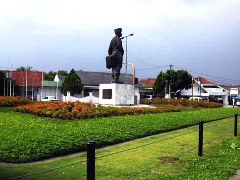 Monumen Hussein Sastranegara - Jl. Pajajaran