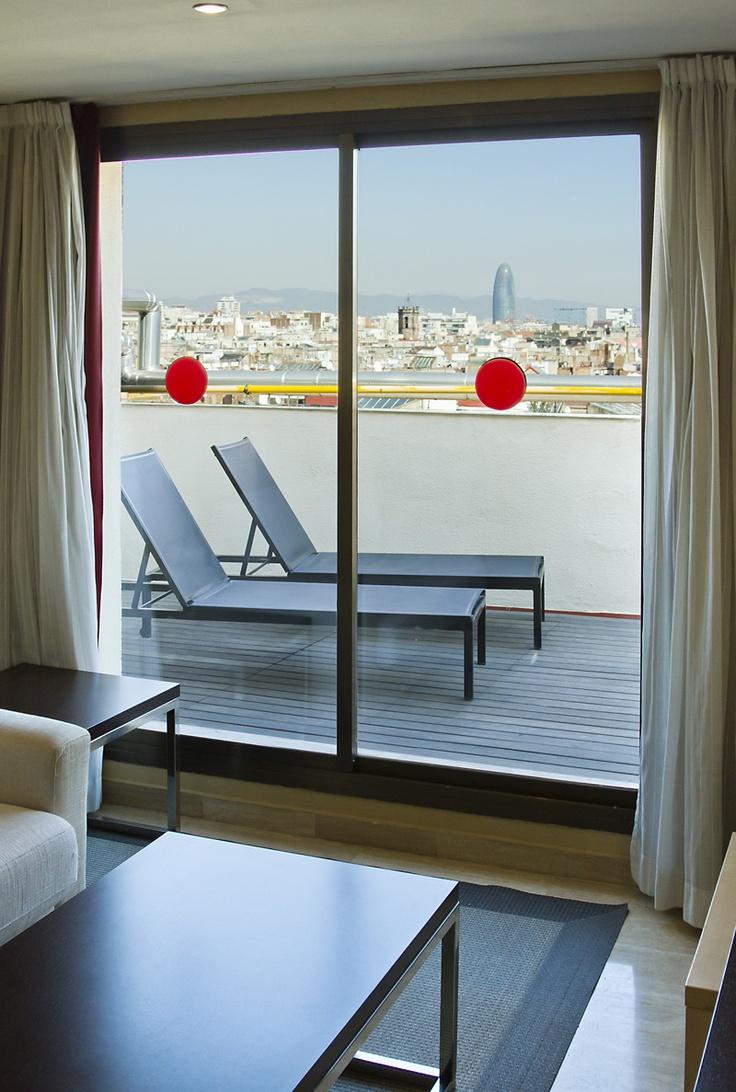 Esta es la terraza de la habitación superior en ILUNION Almirante con vistas a Barcelona. http://www.ilunionalmirante.com/