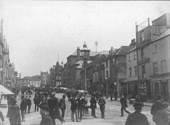 The Friary Tap (far right), formerly the Coachmakers Arms, North Street, Guildford, c.1903.