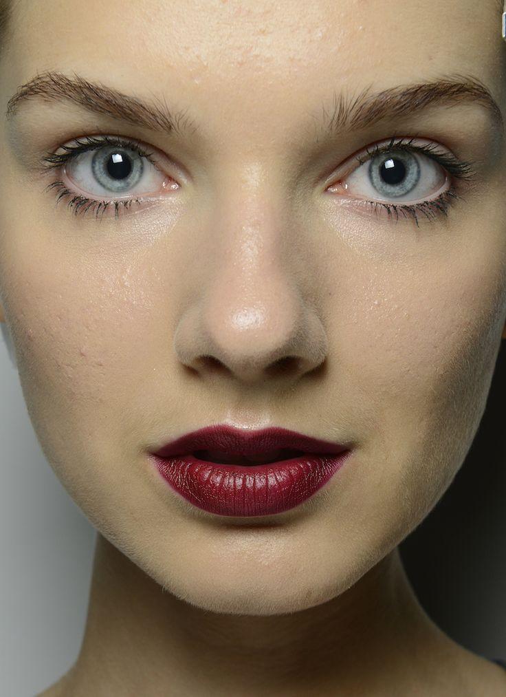 <p> Rosso scuro e vibrante sono le labbra che hanno sfilato per trussardi. Very chic! </p>