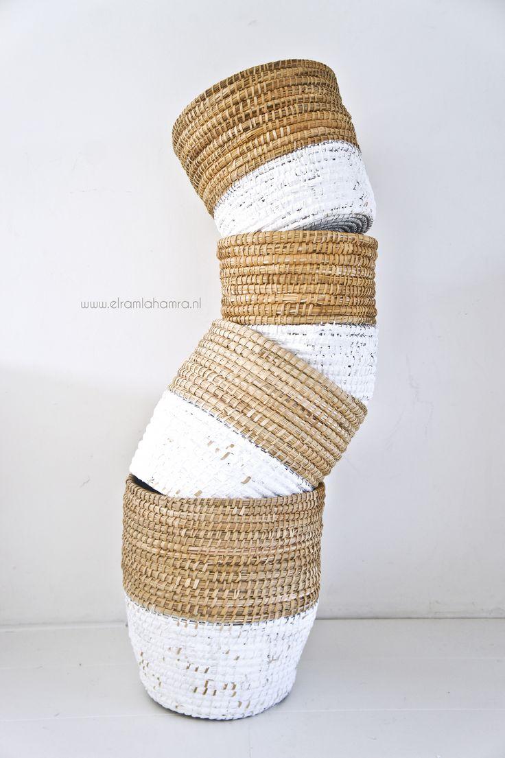 Basket woven palm leave http://www.elramlahamra.nl/component/virtuemart/woonaccessoires/tajine-keuken/mand-van-palmblad-detail.html?Itemid=0