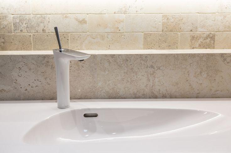 #Viverto #inspiracjeViverto #łazienka #bathroom #tiles #płytki #kolory #inspiracja #inspiracje #pomysł #idea #perfect #beautiful #nice #cool #wnętrze #design #wnętrza #wystrójwnętrz #łazienki #jasno #pięknie #ściana #wall #light #white #biel #beże #beż #sun #sunny #umywalka #bateria #armatura