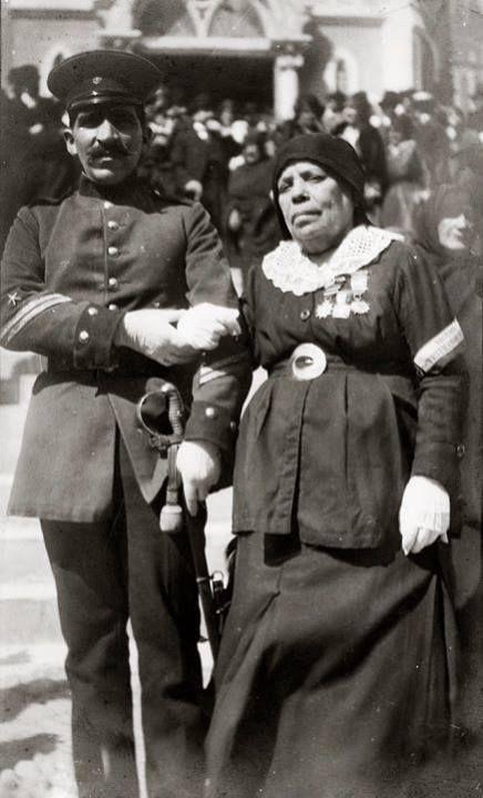 Filomena Valenzuela Goyenechea Cantinera chilena durante la Guerra del Pacífico. Apodada «la Madrecita», nació en Copiapó en 1848. De familia acomodada, fue esposa del director de la banda del Regimiento Atacama, en el que se enroló. Participó en la toma de Pisagua y en las batallas de Dolores, Los Ángeles, donde obtuvo el grado de subteniente; Tacna y Miraflores. Al término de la guerra, se radicó en Iquique.