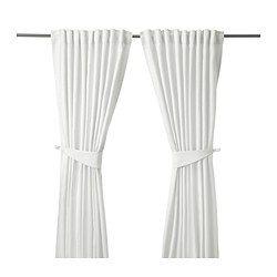 IKEA - BLEKVIVA, 2 Gardinen + Raffhalter, , Blickdichte Gardinen aus dicht gewebtem Stoff schirmen Licht effektiv ab und verhindern Einblick von außen.Die Jacquardwebart verleiht der Gardine eine besondere Struktur mit reliefartigem Muster.Für Gardinenstange oder -schiene geeignet.Mit Gardinenband; lässt sich kombiniert mit RIKTIG Haken einfach in effektvolle Falten legen.Gardinen können direkt an den verdeckten Schlaufen oder mit Ringen und Haken an einer Gardinenstange aufgehängt werden.