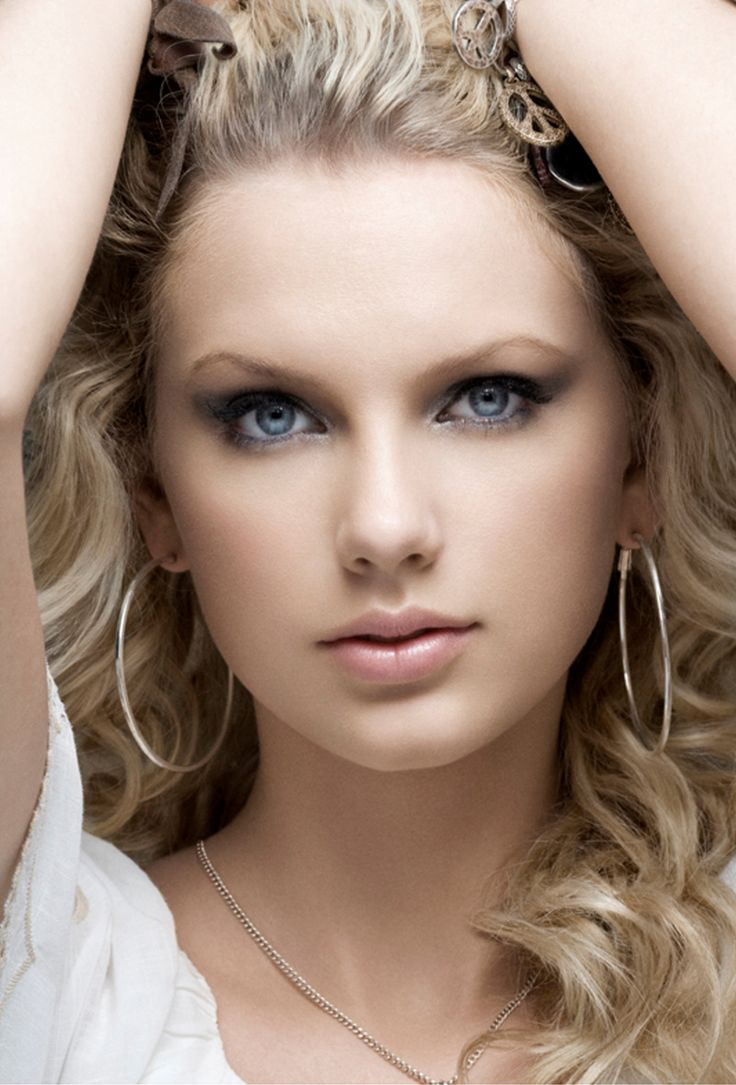 Taylor Swift she looks gorgeous in this