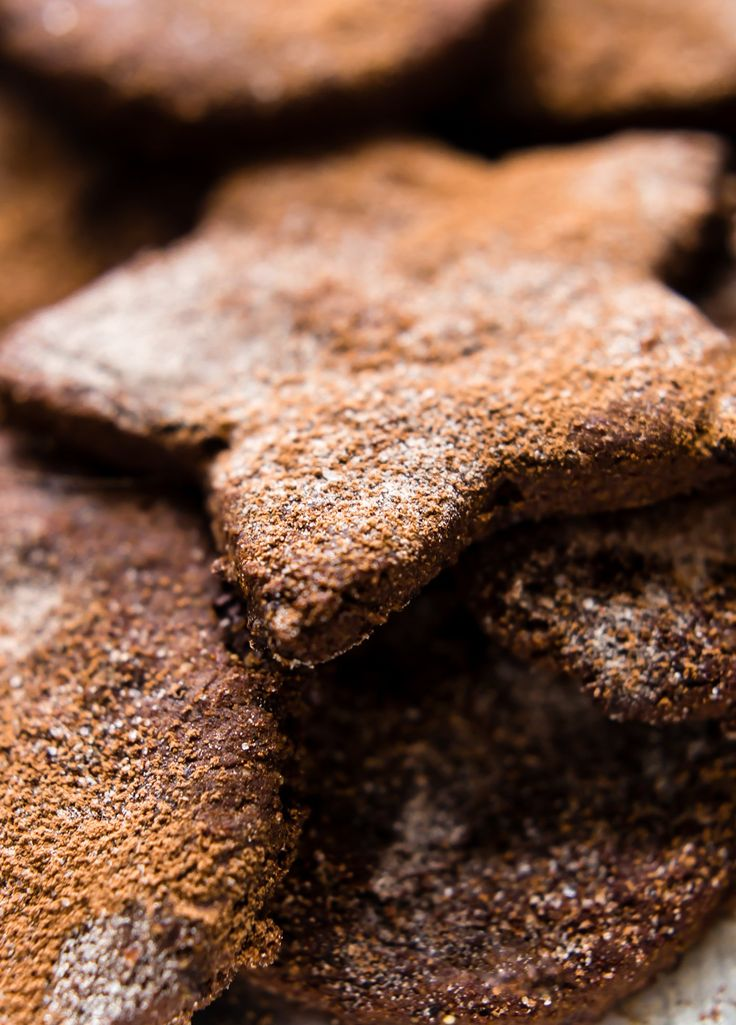 Mexican Hot Chocolate Sugar cookies taste amazing all year long! Flavorful spices, easy to make, soft, and no butter needed. Paleo and vegan friendly.
