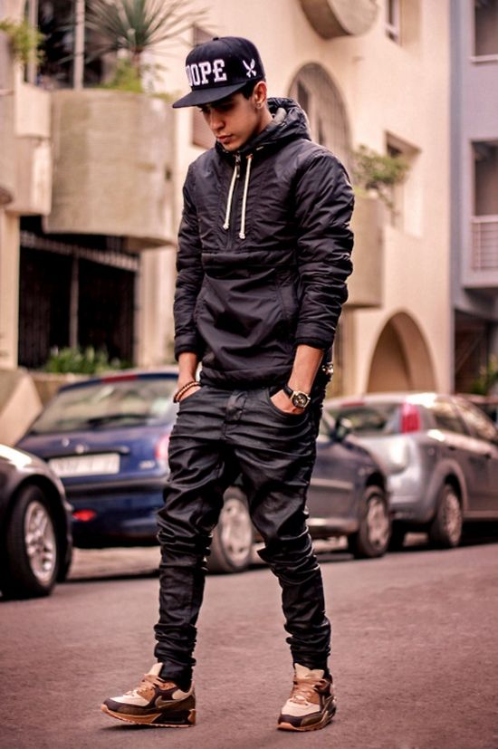 Wear a jeans with coating, a hoodie and cap for a casual urban look #wefashion #menswear