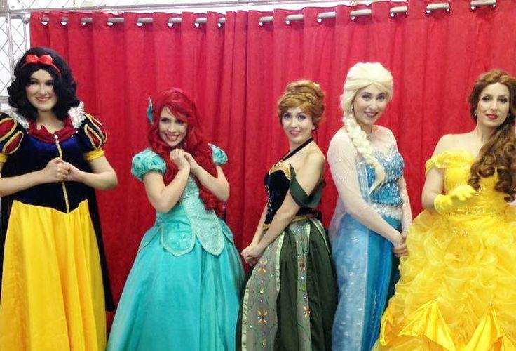 Baile.das princesas em homenagem à princesa Estela! #ariel #bela #belle #elsa #anna #frozen #princesas #personagensvivossp #personagensvivos http://misstagram.com/ipost/1569971536500084463/?code=BXJqMtcj87v