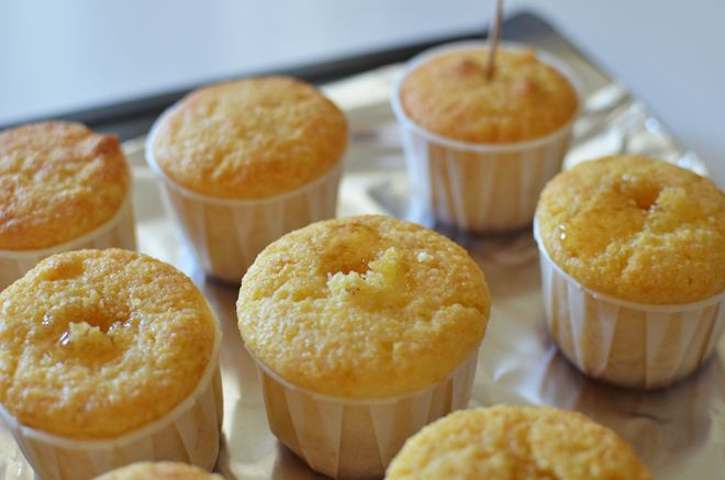Tiny cornbread cupcakes with honey | Favorite Recipes | Pinterest