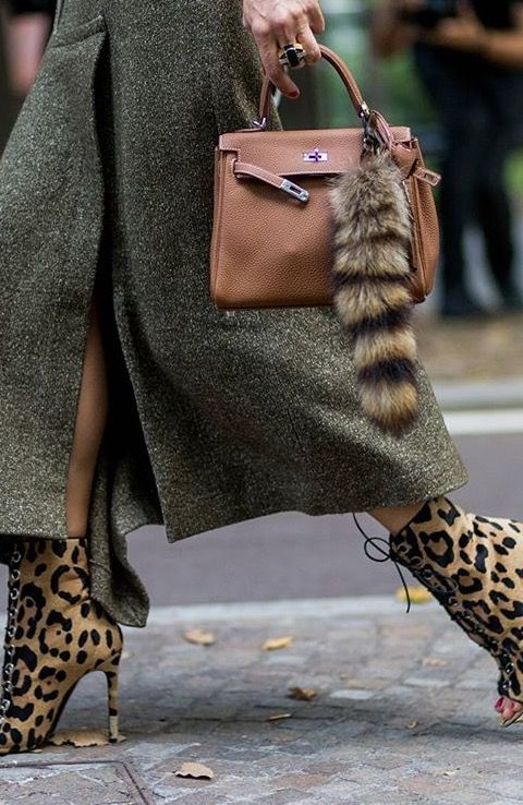 Hermés bag, leopard peeptoe booties and military green tweed skirt. Absolutely gorgeous