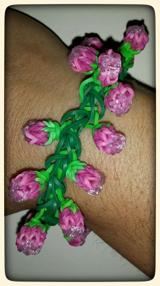 ROSE BUD Bracelet  (Rainbow Loom AND Monster Tail) (I used Glitter Loom bands for the tips to give the buds a bit more effect.)
